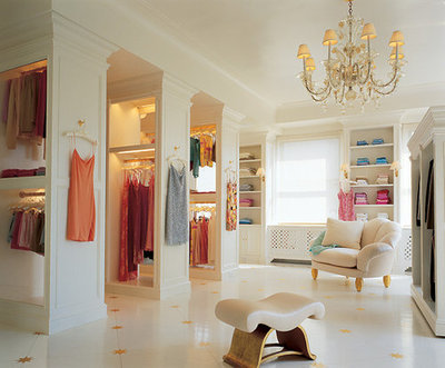 The Ultimate Spacious Totally Glamorous Walk In/dressing Room With All Your  Shoes Beautifully Showcased, All Your Purses Neatly Sitting On The Shelf,  ...