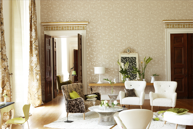 Mixing traditional with modern design velvet palette - Wallpaper living room modern ...