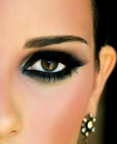 Dramatic Wedding Eye Makeup : Lace shorts Velvet Palette